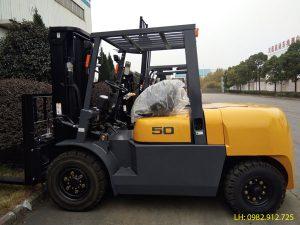 Xe nâng dầu 5 tấn TEU lắp động cơ Trung Quốc giá rẻ