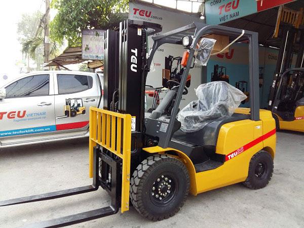 Xe nâng 2.5 tấn nhập khẩu